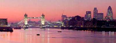 tn_800px-London_Thames_Sunset_panorama_-_Feb_2008