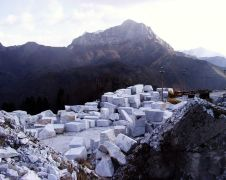 carrara marble blockyard