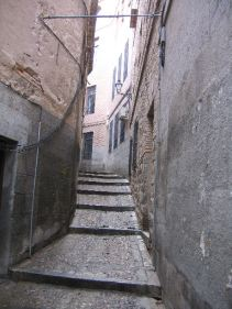 narrow street of toledo