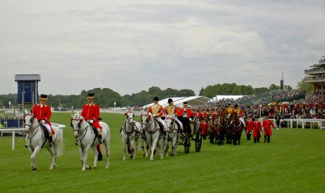Royal_carriages_leaving after_carrying_The_Queen_to_the_races_-_geograph.org.uk_-_852016