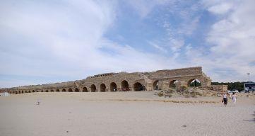 1024px-Caesarea_maritima_BW_3
