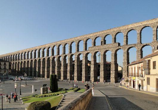 800px-Aqueduct_of_Segovia_02